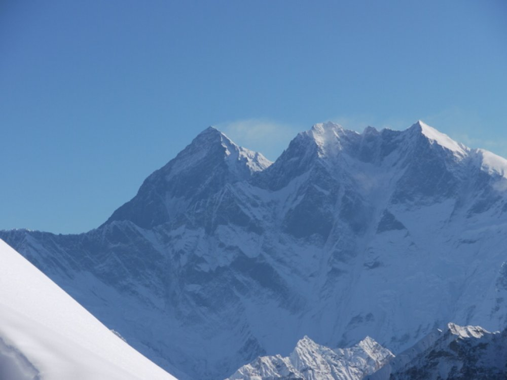 Mount Everest 8848 m n. - vlevo